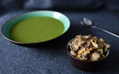 Tatsoi-courgettesoep met shiitake-croutons