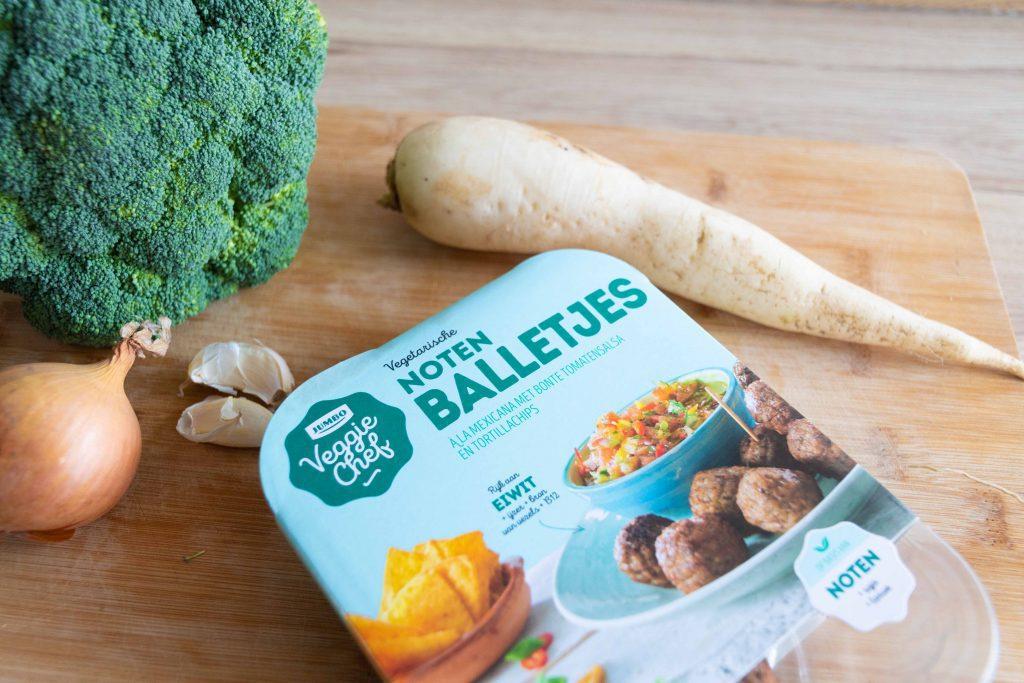 Broccolisoep met notenballetjes - Soepiemonster